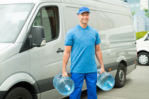 Delivery Man With Two Large Water Bottlesの写真素材 [FYI00758791]
