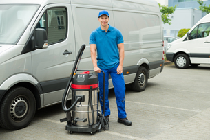 Cleaner Standing With Vacuum Cleanerの写真素材 [FYI00758792]