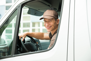 Delivery Man Driving Vanの写真素材 [FYI00758801]