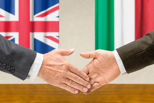 representatives of britain and italy join handsの写真素材 [FYI00758874]