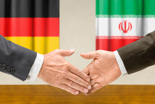 representatives of germany and iran join handsの写真素材 [FYI00758879]