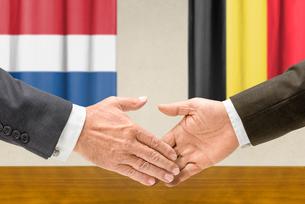 representatives of the netherlands and belgium shake handsの写真素材 [FYI00758918]