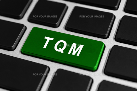 TQM or Total quality management button on keyboardの素材 [FYI00758931]