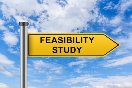 yellow road sign with feasibility study wordsの写真素材 [FYI00758940]