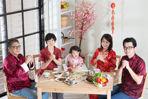 Chinese New Year Family Reunion Dinnerの写真素材 [FYI00758989]