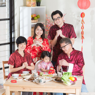 Chinese New Year group photoの写真素材 [FYI00758993]
