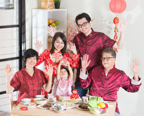 Happy Chinese New Year reunion dinnerの写真素材 [FYI00759000]