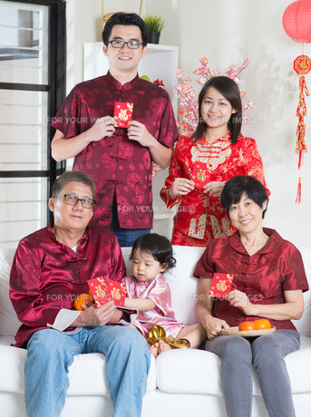 Chinese New Year portraitの写真素材 [FYI00759009]