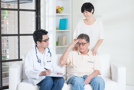 Parents healthcare conceptの写真素材 [FYI00759014]