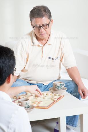 Playing Chinese Chessの写真素材 [FYI00759024]