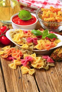 Colored bow tie pastaの写真素材 [FYI00759326]