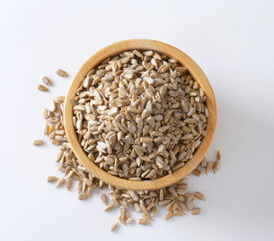 Raw sunflower seedの写真素材 [FYI00759437]