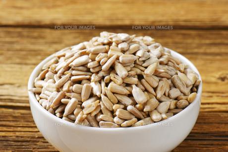 Raw sunflower seedの写真素材 [FYI00759444]