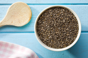 chia seeds in bowlの写真素材 [FYI00759578]