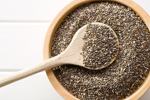 chia seeds in bowlの写真素材 [FYI00759591]