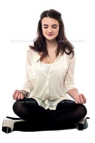 Meditating make myself relaxed.の写真素材 [FYI00759689]