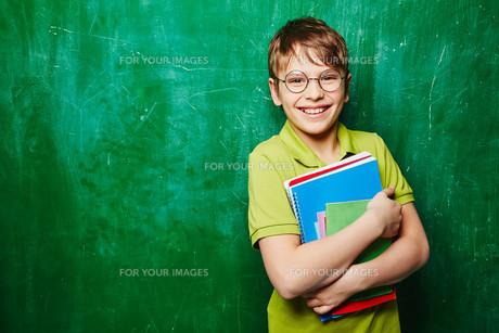 Schoolboy with booksの素材 [FYI00759774]