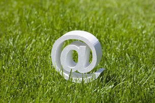 Email sign on green grassの素材 [FYI00759835]