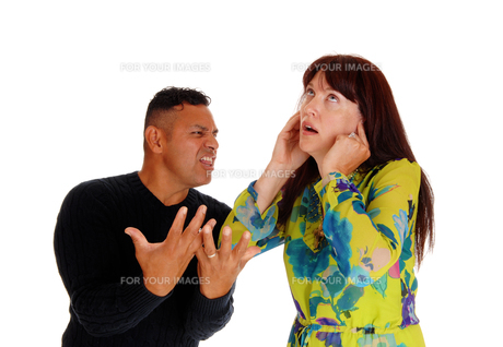 Middle age couple arguing.の写真素材 [FYI00759923]