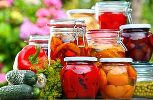 Jars of pickled vegetables and fruits in the gardenの写真素材 [FYI00759949]