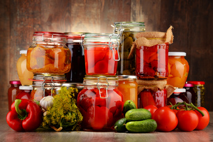 Jars with pickled vegetables and fruity compotesの写真素材 [FYI00759966]