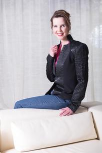 Portrait attractive woman with Jacketの写真素材 [FYI00760300]