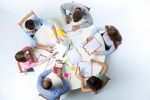Top view of business team on workspace backgroundの写真素材 [FYI00760497]
