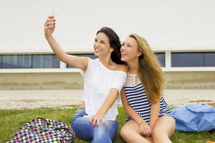 Selfies in the schoolの写真素材 [FYI00760828]