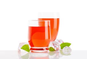 Glasses of fruit flavored drinksの写真素材 [FYI00760878]