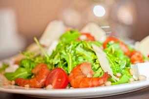 shrimp vegetable saladの写真素材 [FYI00760926]