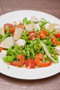 shrimp vegetable saladの写真素材 [FYI00760927]