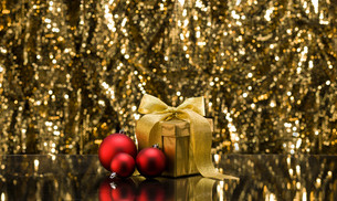 Gold present and Christmas tree baublesの写真素材 [FYI00761106]