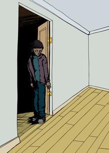 Frowning Teen in Doorwayの写真素材 [FYI00761423]