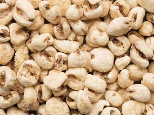 puffed corn snack food backgroundの写真素材 [FYI00761647]