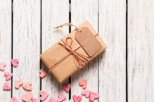 Gift box with blank gift tagの素材 [FYI00761671]