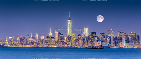 New York City Manhattan downtown skylineの写真素材 [FYI00761811]