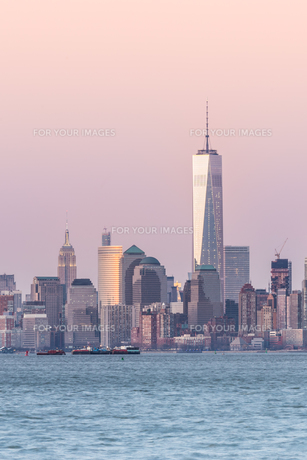 New York City Manhattan downtown skylineの写真素材 [FYI00761813]