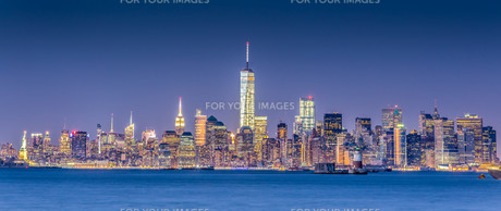 New York City Manhattan downtown skylineの写真素材 [FYI00761828]