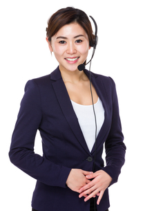 Young businesswoman with headsetの写真素材 [FYI00761960]