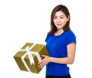 Asian woman hold with big present boxの写真素材 [FYI00761970]