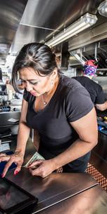 Cashier with Money in Food Truckの写真素材 [FYI00762087]