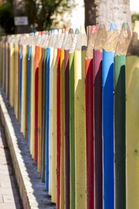 Fence of colourful pencilsの写真素材 [FYI00762326]
