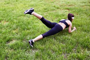 Exercising on lawnの写真素材 [FYI00762386]