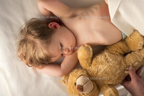Tired Babyの写真素材 [FYI00762515]
