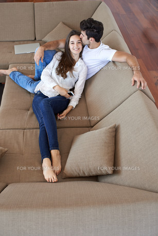 happy young romantic couple have fun and  relax at home indoorsの写真素材 [FYI00762625]