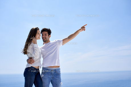 happy young romantic couple have fun and  relax at homeの写真素材 [FYI00762631]