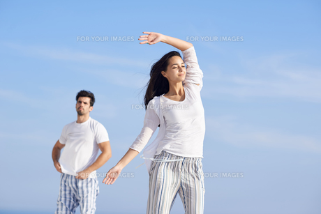 happy young romantic couple have fun and  relax at homeの写真素材 [FYI00762668]