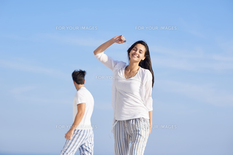 happy young romantic couple have fun and  relax at homeの写真素材 [FYI00762673]