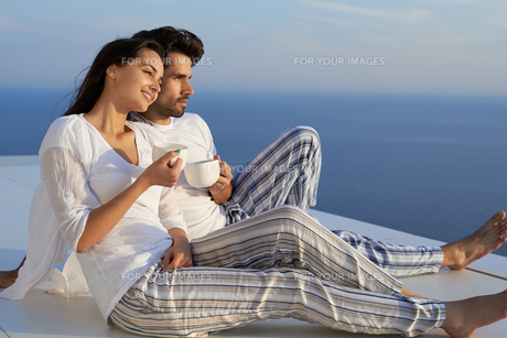 happy young romantic couple have fun and  relax at homeの写真素材 [FYI00762678]