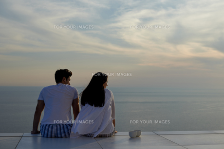 happy young romantic couple have fun and  relax at homeの写真素材 [FYI00762686]